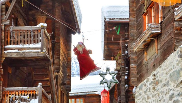 When Santa swings between the Chalets – Christmas Market in Grimentz 9/10 December